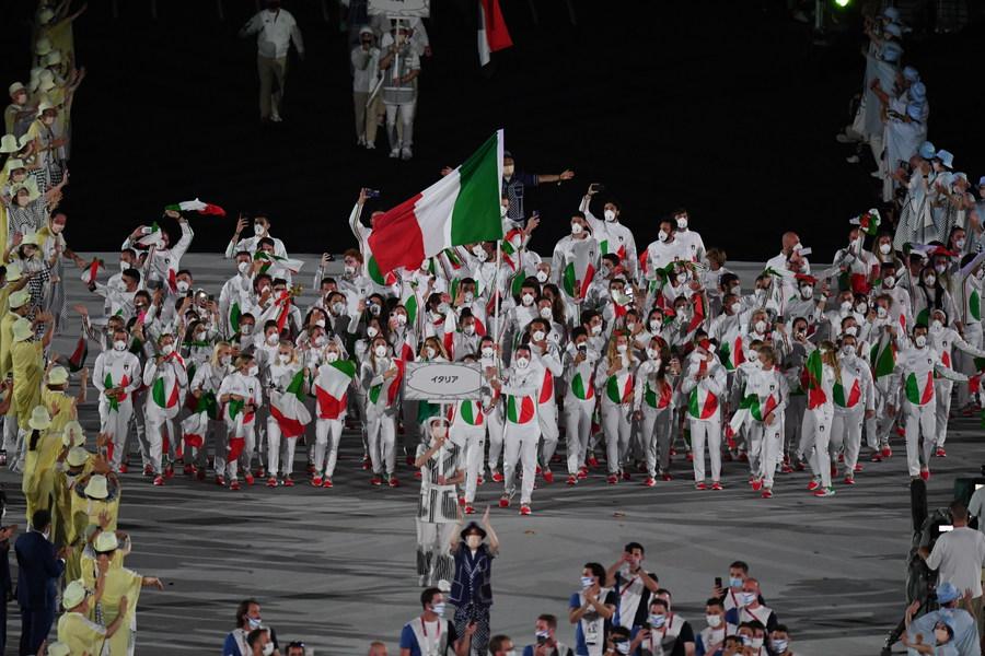 Tokyo:cerimonia,entra Italia con Viviani-Rossi portabandiera - Primopiano -  Ansa.it