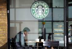 Usa: fiscal cliff, Starbucks si mobilita