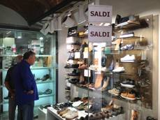 Post-holiday sales kick off in southern Italy