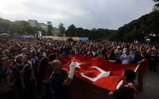 Primi incidenti manifestanti-partito Erdogan